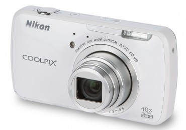 Nikon Coolpix S800c front (main)